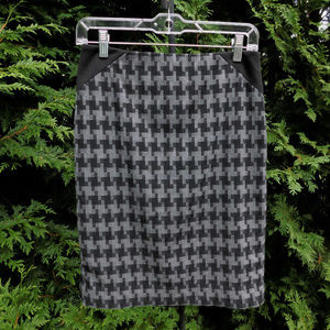 The Limited Pretty Houndstooth Pencil Skirt